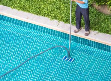 pool-cleaning-main-service-img-new2a.jpg